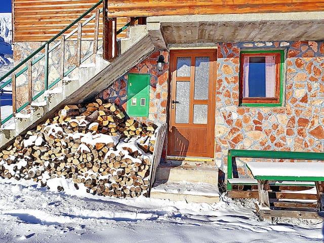 Family Farm Apartments-next to Ski Center Durmitor
