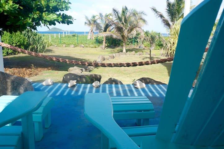 The Sloop Beach Front Apartment - Bathway Beach - Apartamento