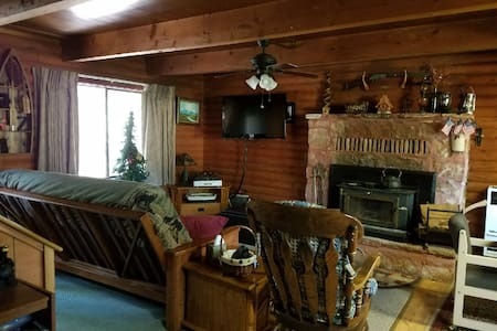 Mattson Log Cabin: Secluded and Quiet