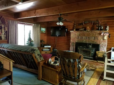 True Log Cabin:  Secluded and Quiet
