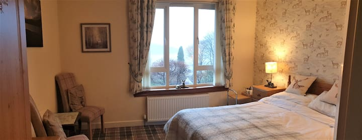 St Anthonys,King Bed en-suite room with Loch view