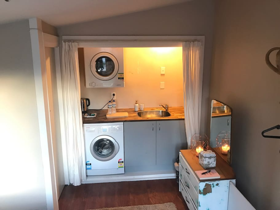 Your own kitchenette with tea and coffee facilities, toaster and breakfast food provided. You have full use of the washing machine and dryer.