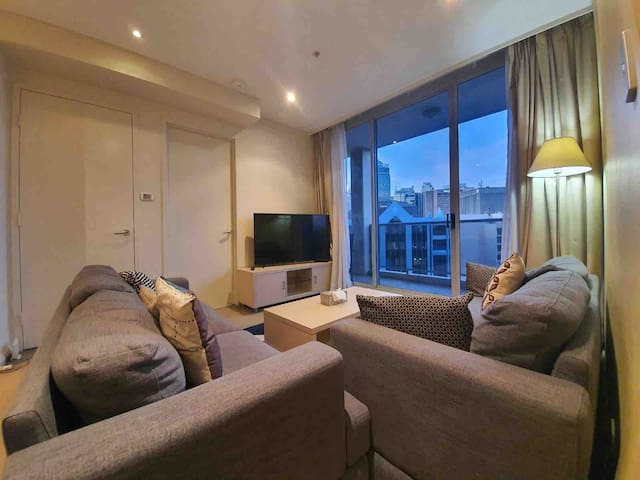 2 BED WITH FREE PARKING IN CBD 1