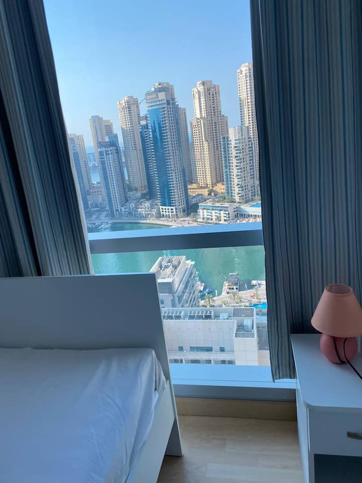 Shiny Single Room for one Girl in Dubai Marina.