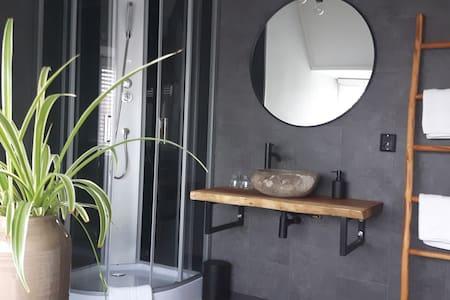 2 kamer privé verdieping bnb nabij Efteling