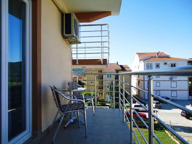Nedovic Studio Apartment with Terrace - Budva - Byt