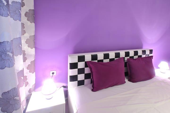 Lux1-BedroomApt: MiniSmartRainbowGarden&Jacuzzy
