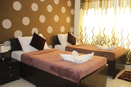Serviced Apartment with Free Breakfast and Dinner - Mumbai - Bed & Breakfast
