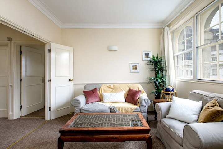 Bright & spacious apartment - 5' to Covent Garden