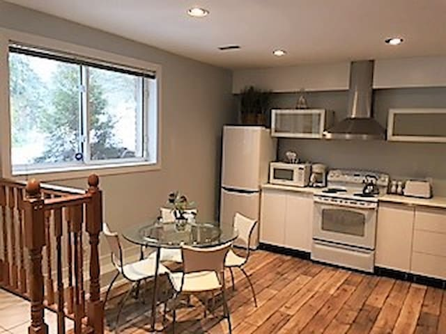 Modern One bedroom Apartment with parking - Burlington