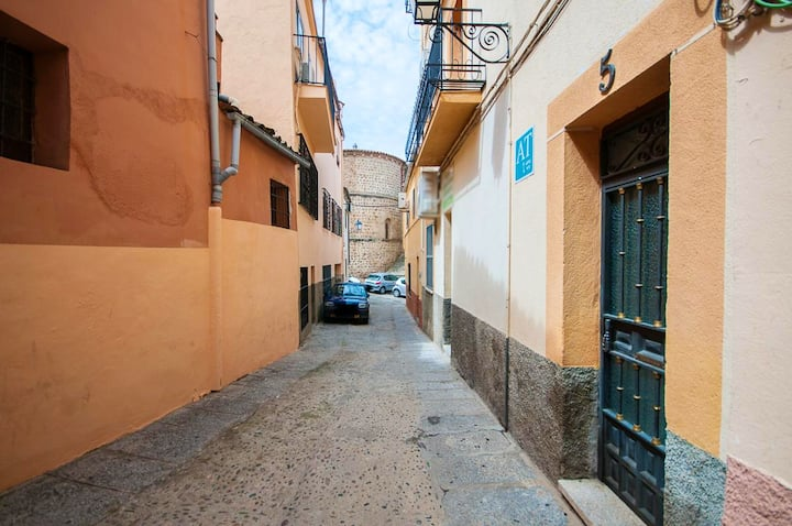 Apartment with 3 bedrooms in Plasencia, with balcony and WiFi - 70 km from the slopes