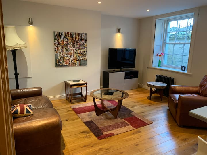 Montpellier self contained 2 bed flat