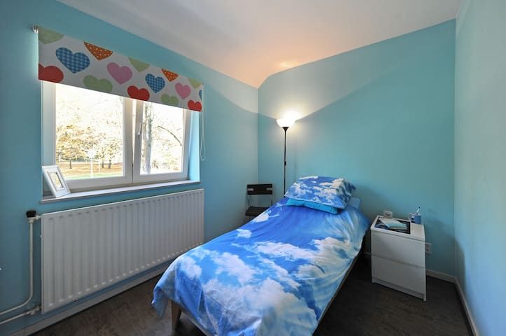 The Beautiful Blue Room for 1 - Maastricht - Haus