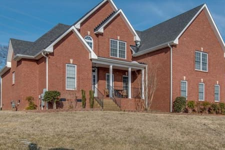 Spacious home 20 minutes from downtown - Hendersonville - Casa