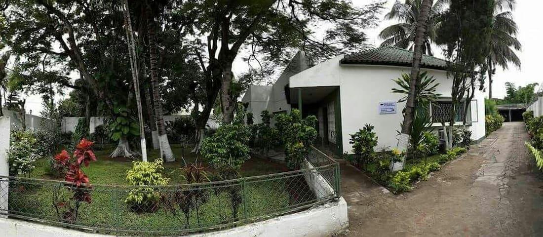 Guesthouse na cidade da Matola - Matola - Huis