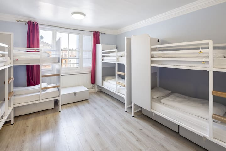 Bed in 10-Bed Female Dorm with Ensuite Bathroom
