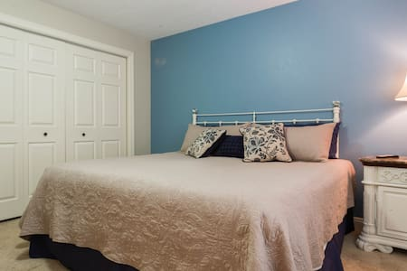 Master Suite - King Bed, Private Bath w/Garage!! - Alpine - Casa