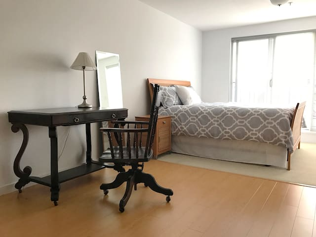 Studio Apartment Close to Vancouver Airport [YVR] - แวนคูเวอร์