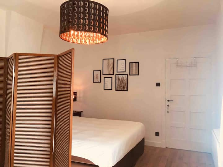 **Cosy room with private bathroom - Bruges**