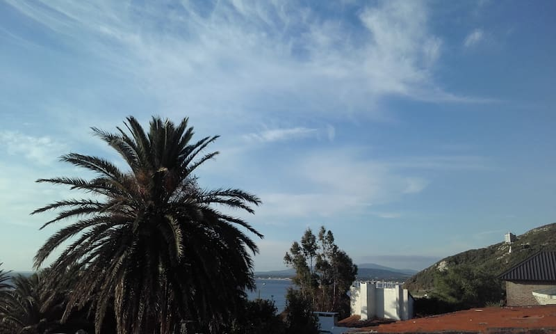 Casa hermosa vista mar y sierra.