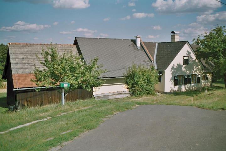 ruhiges Zuhause an der Weinstrasse - Grasdorf - Huis