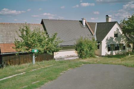 ruhiges Zuhause an der Weinstrasse - Grasdorf - Haus