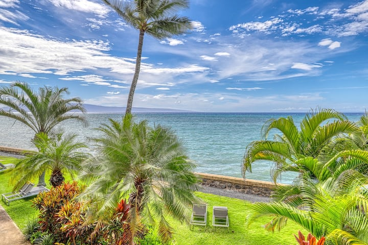 Recently remodeled oceanfront condo w/lanai, shared pool, hot tub & tennis court