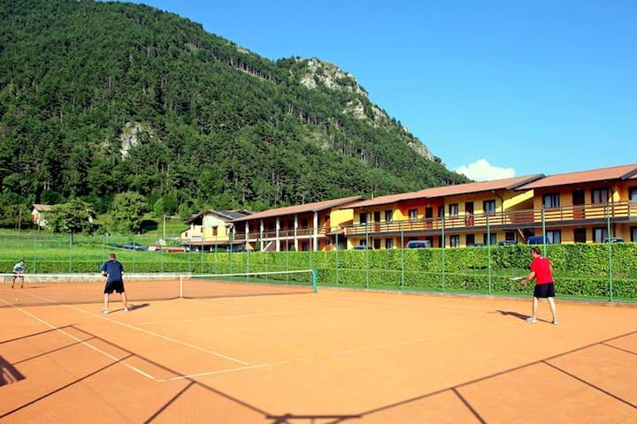 Kleurrijk appartement in Tremosine met fantastisch uitzicht