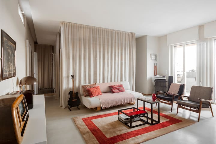 the livingroom with single sofa bed