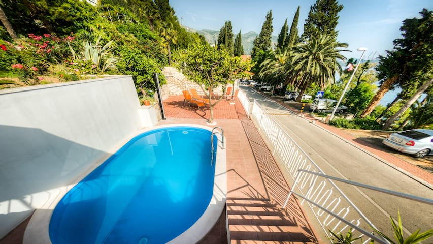 Nina - Triple room with garden view & shared pool