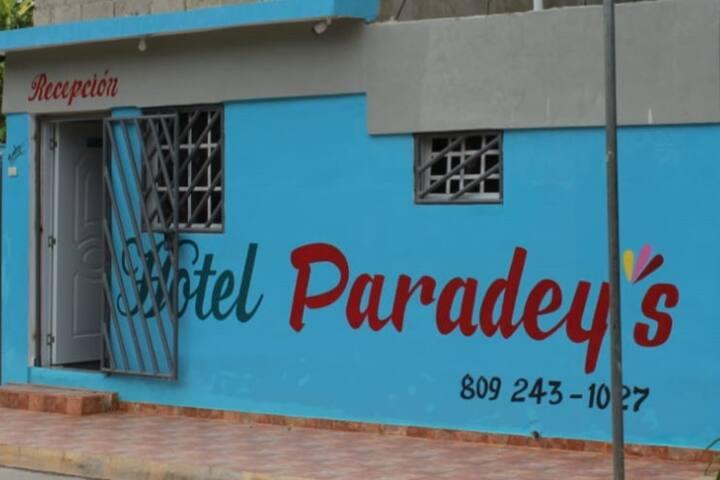 Habitación  privada  1 cama matrimonial 54/60 pulg