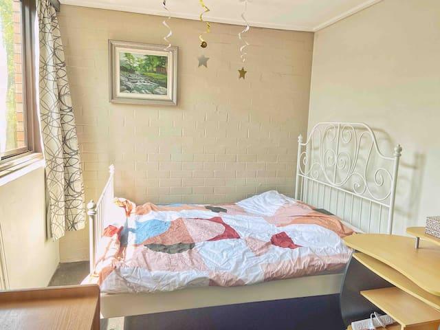 近Melbourne CBD&one bedroom 带独立浴室 交通便利带车位 欢迎来墨尔本旅行!