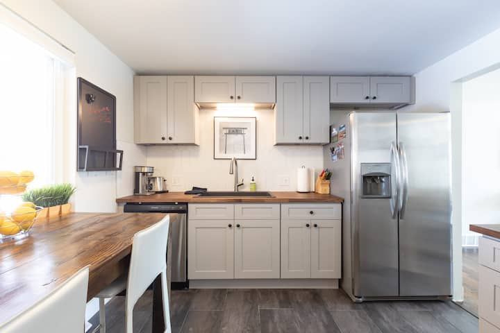 Entire Remodeled TownHouse, Dog Friendly!