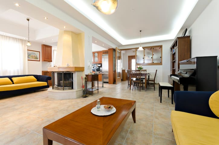 Lovely Primrose Apartment in Villa - Iraklio - Rumah