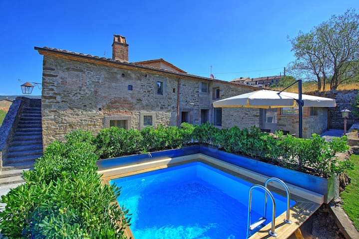 Casa La Fonte - Country Villa Rental in Cortona