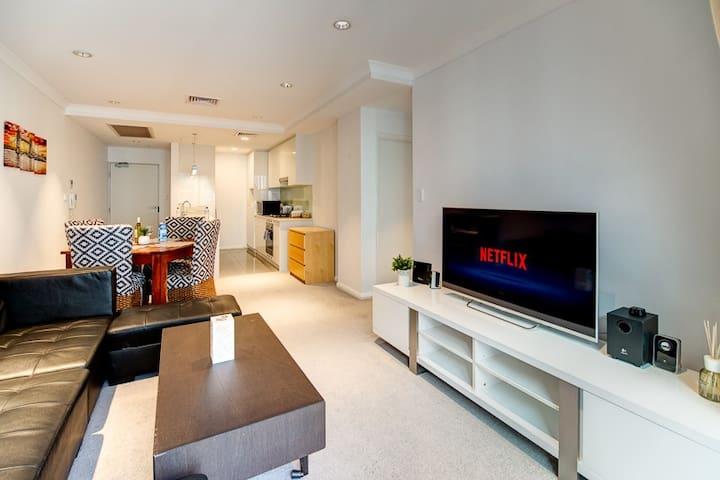 🌟 Business+2beds+2Bath w/ Free Parking & Netflix!