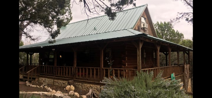 Lake Whitney Log Cabin Secluded & Cozy Log Cabin