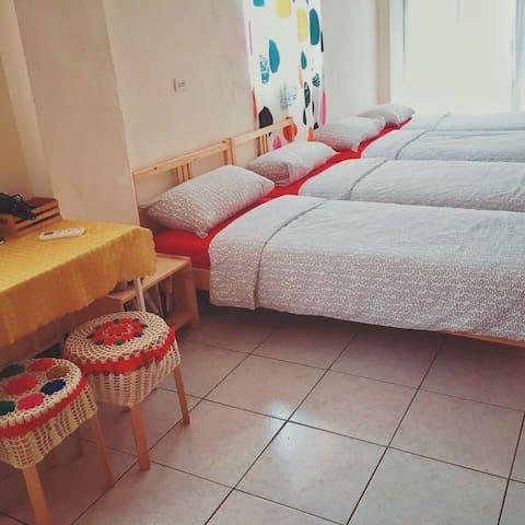 工作室 請進 3+1人房 .studio  enter . 4 single beds room