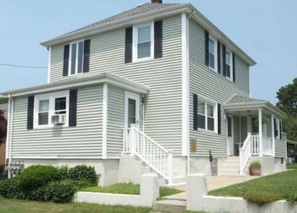 Cozy 2 Bedroom 20 minutes from Newport, RI - Flat
