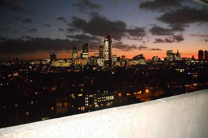 Shoreditch studio with great view and location