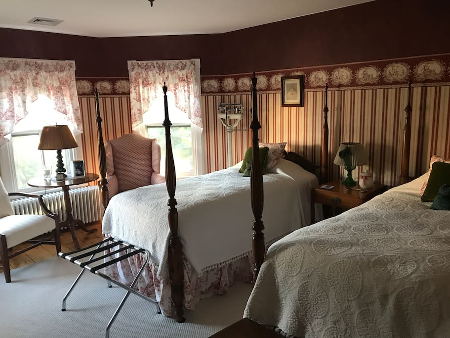 Guest room with twin beds.