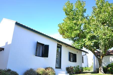 Casa de campo con jardín y vistas impresionantes - Vila Nova de Poiares