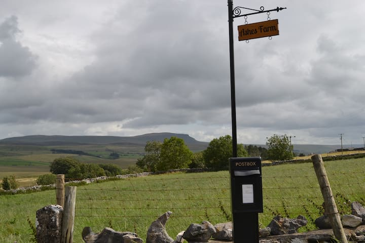 Ashes Farm B & B in the heart of the Dales. Room 2