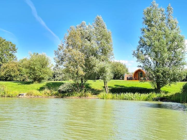 Swan Pod with Hot Tub - Ashlea Lakeside Retreat