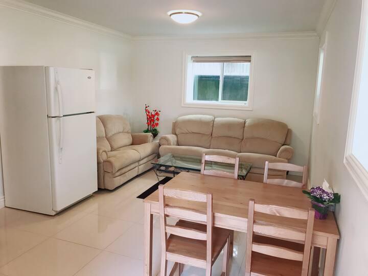 A Cozy & Convenience 2 Bedrooms Suite, BURNABY