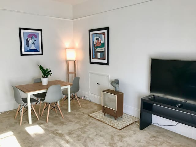 Convenient apartment in downtown Palo Alto