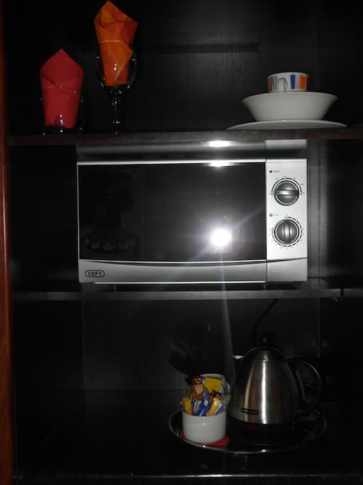 Tea /Coffe Bar Microwave and Bar Fridge