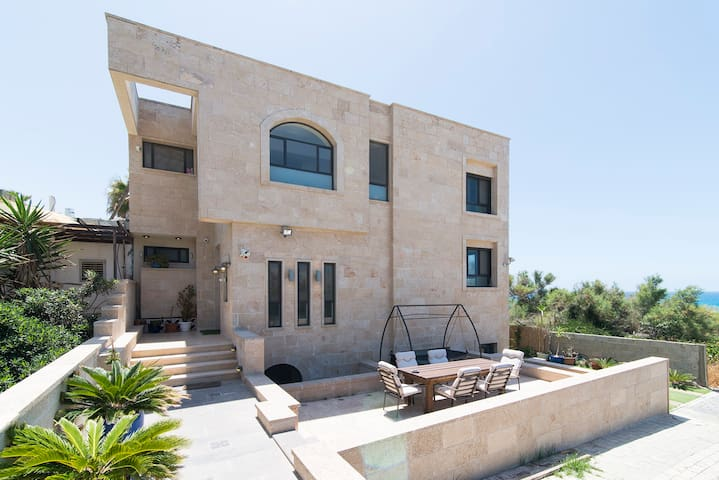 Beautiful Ocean Front Villa Jaffa
