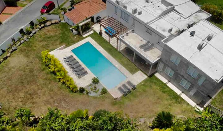 REMODELED 6 BED/7 BA PRIVATE POOL & CLOSE TO BEACH