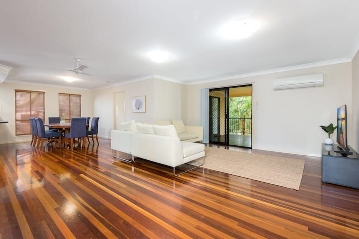 Spacious home in Camp Hill close to Brisbane CBD